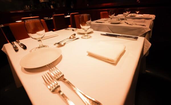 高級レストランや料理店で食事をしたり